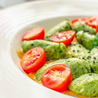 kolorowe-potrawy-w-restauracji-zielonej